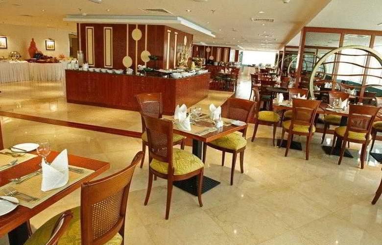 Golden Tulip Sharjah - Restaurant - 11
