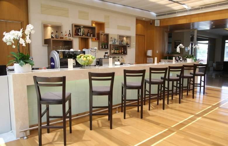 ISG Airport Hotel - Bar - 2