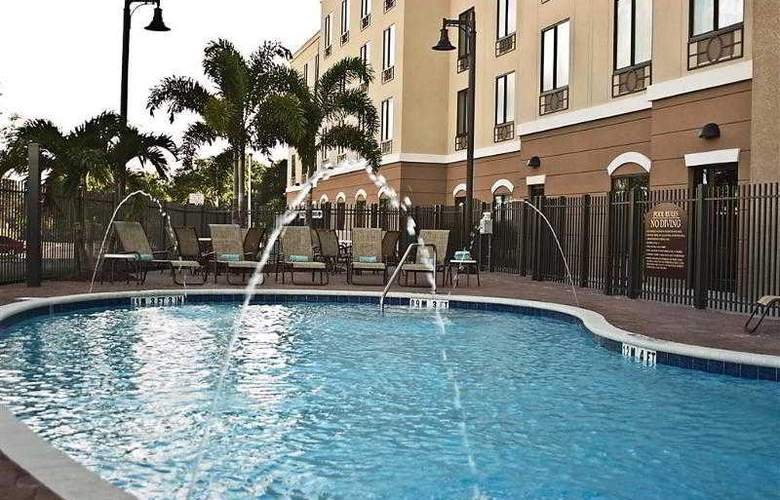 Holiday Inn Express & Suites - Busch Gardens USF - Pool - 3
