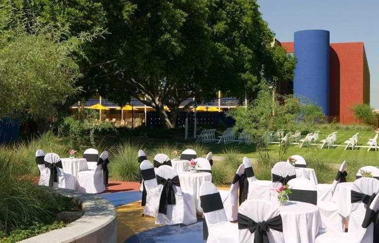 Crowne Plaza Phoenix - Restaurant - 7