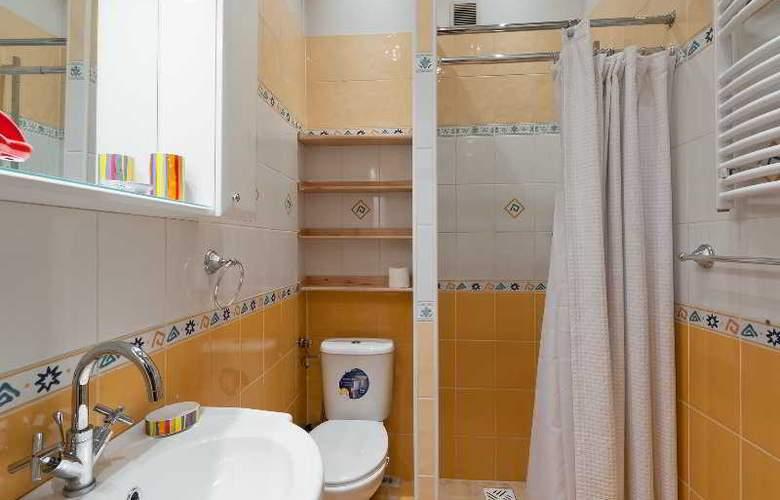 Queens Apartments - Room - 2