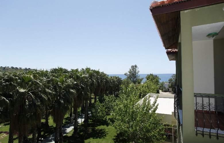 Gardenia Beach - Hotel - 0