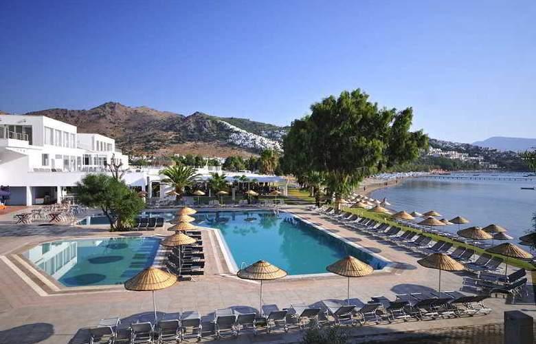Javelin Beach Club & Spa - Hotel - 0
