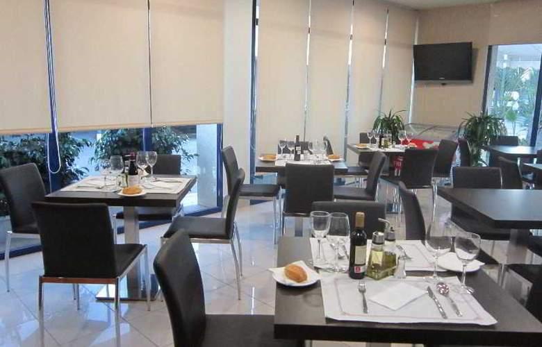 Hotel Residencia Abril - Restaurant - 4