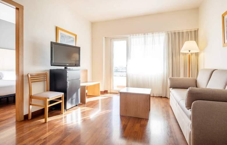 Ilunion Romareda - Room - 8