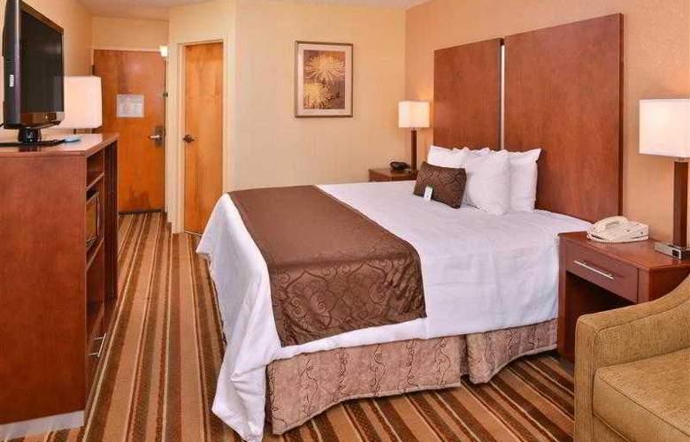 Best Western Plus Richmond Airport Hotel - Hotel - 38