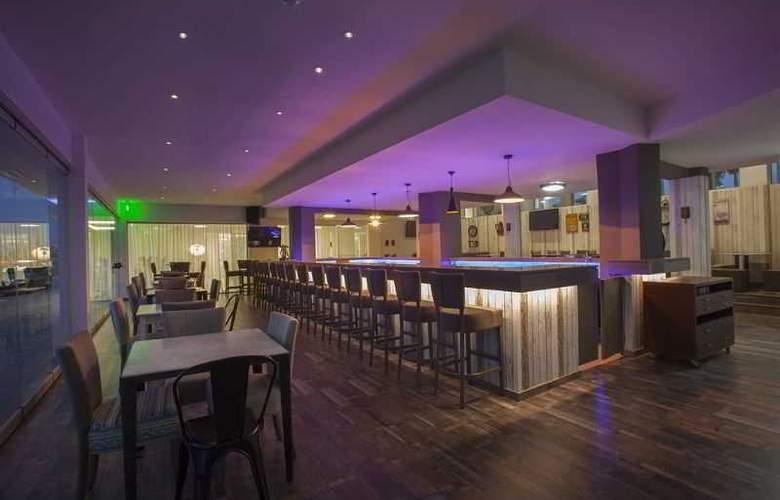 Princessa Vera Hotel Apts - Bar - 3