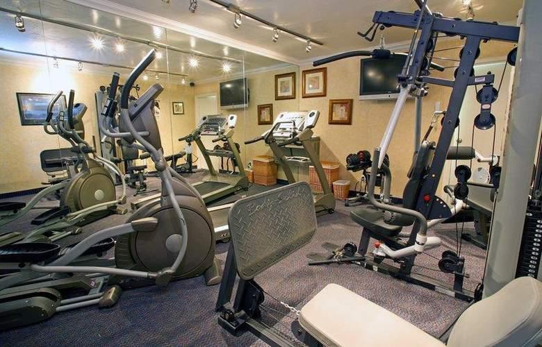 Best Western Plus Innsuites Phoenix Hotel & Suites - Sport - 95