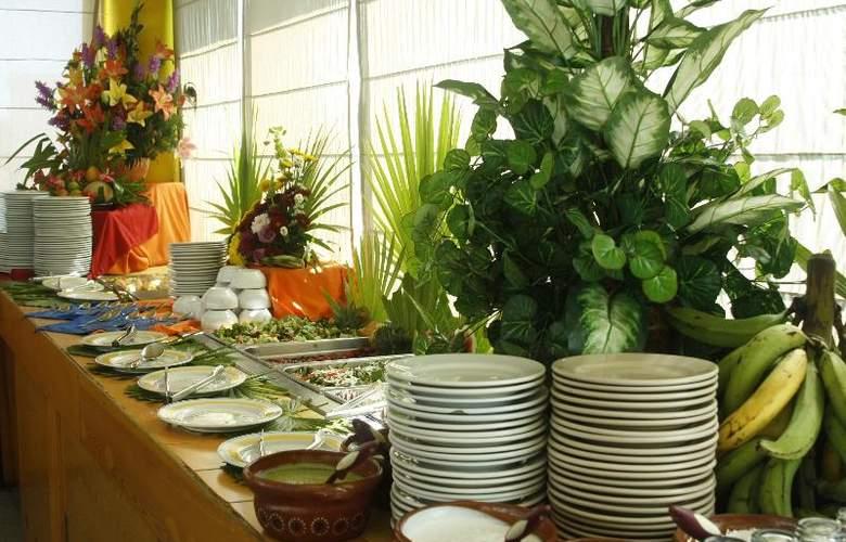 Solymar Beach Resort - Restaurant - 6