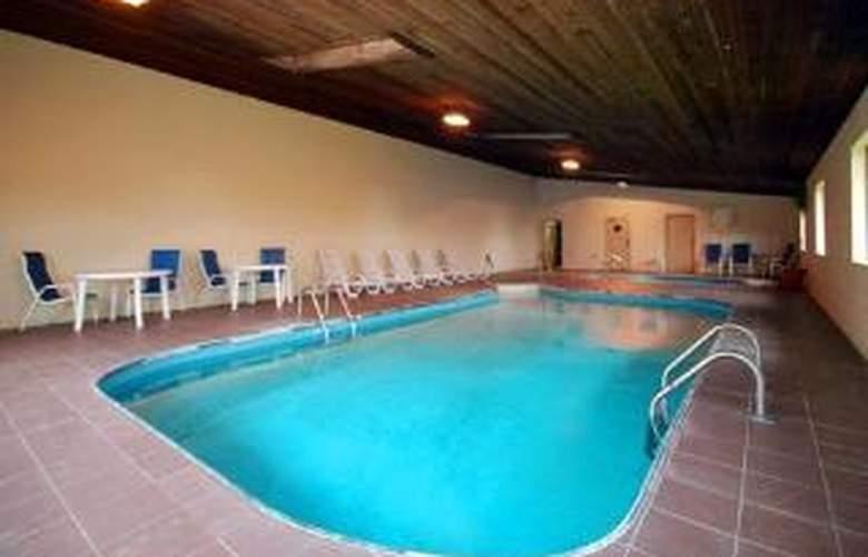 Quality Inn Cedar Point South - Pool - 4