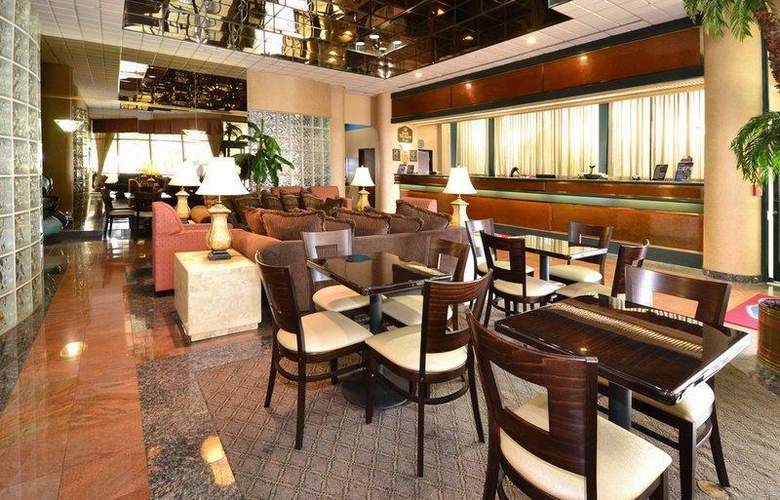 Best Western Plus Suites Hotel - Restaurant - 68
