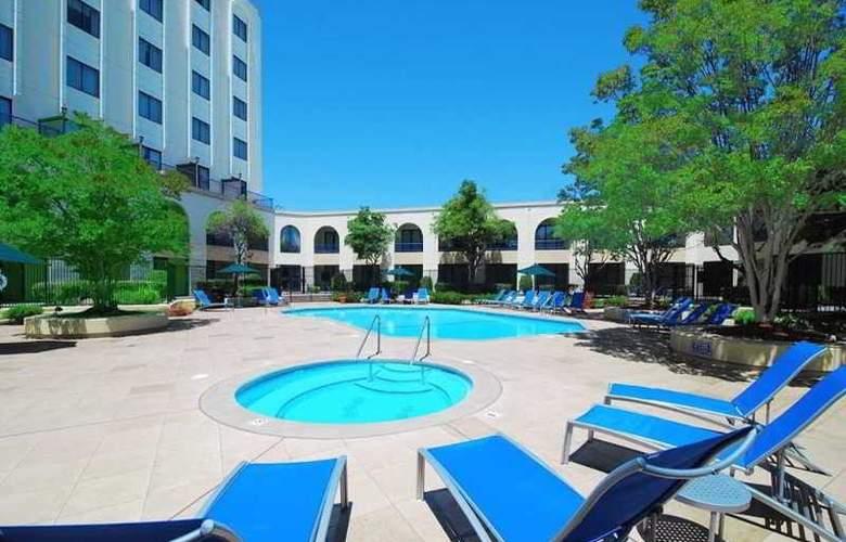 Hilton Newark/Fremont - Pool - 7