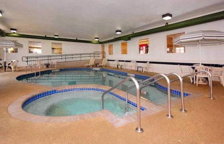 Sleep Inn & Suites Green Bay Airport - Pool - 4