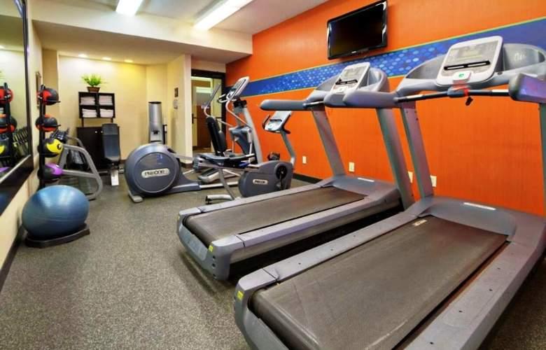 Hampton Inn Charlotte-University Place - Sport - 7
