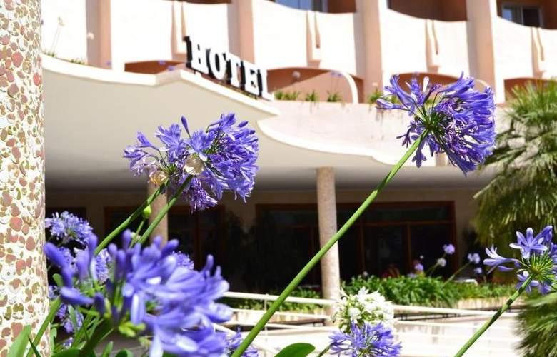 Los Robles - Hotel - 8