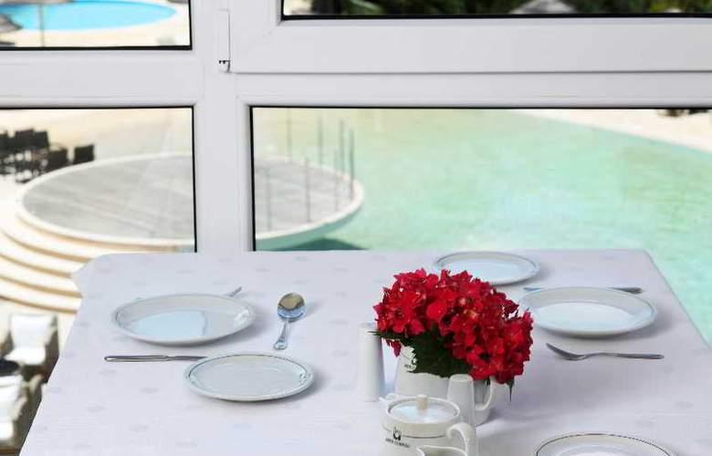 Ariti Grand Hotel - Restaurant - 22