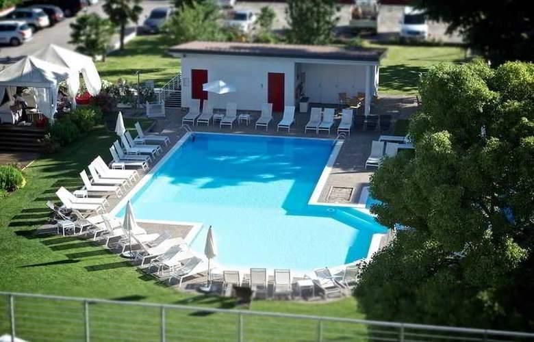 Luise - Pool - 19