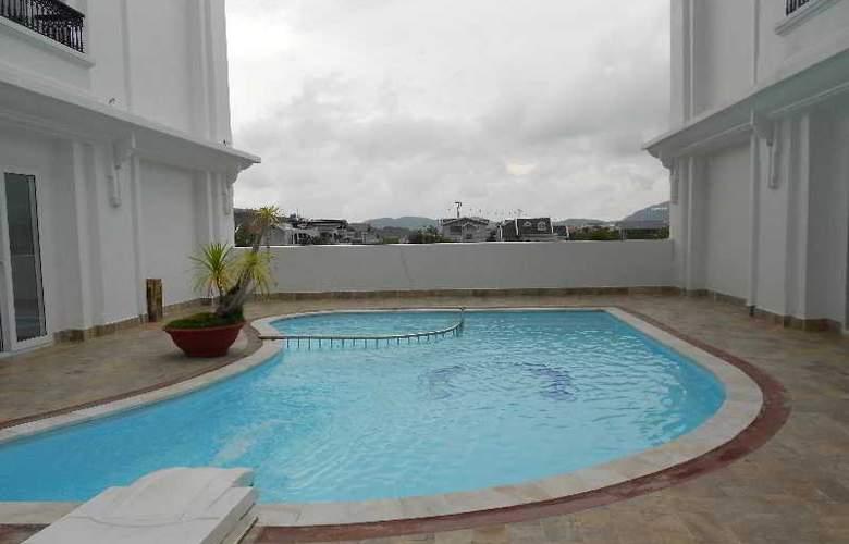 Paragon Villa Hotel - Pool - 3