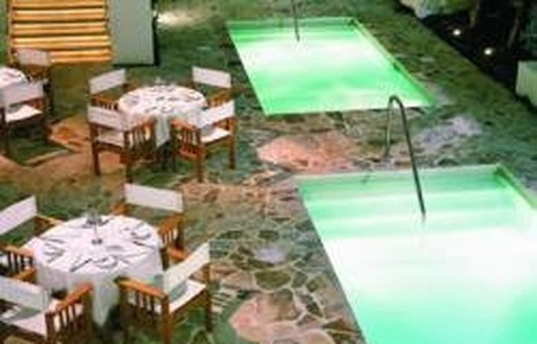 The Stiles South Beach - Pool - 5
