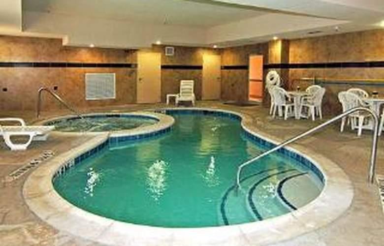 Comfort Suites Plano - Pool - 5