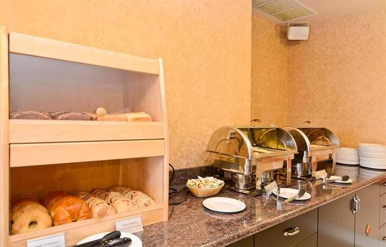 Best Western Plus Pocaterra Inn - Restaurant - 155