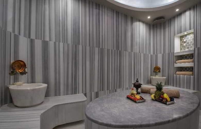 Hilton Istanbul Kozyatagi - Pool - 37