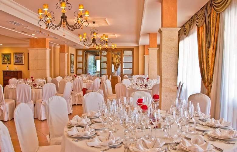 Mon Port Hotel Spa - Terrace - 234