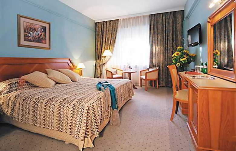 Peak Hotel - Room - 5