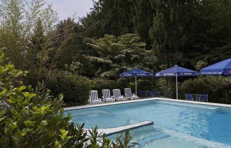 Radisson Blu Badischer Hof - Pool - 9
