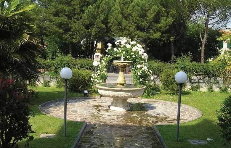 Park Hotel Villa Leon d'Oro - Terrace - 6