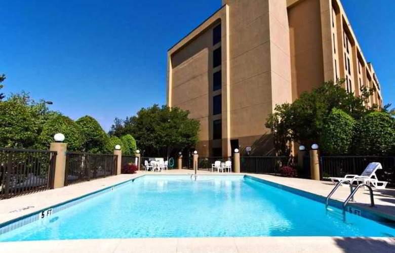 Hampton Inn Charlotte-University Place - Pool - 0