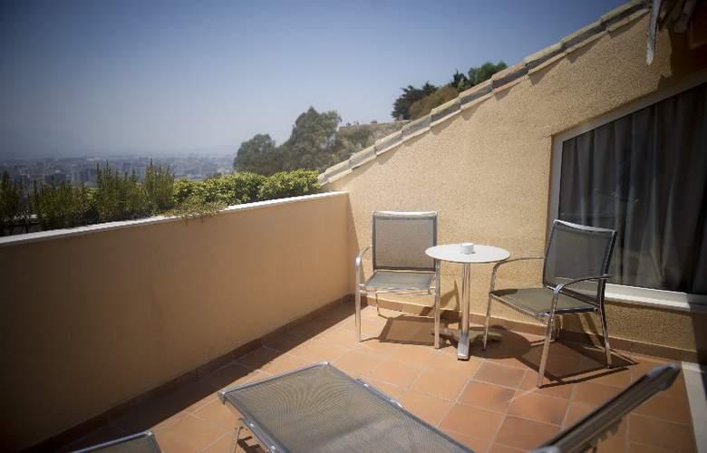 Parador de Malaga. Gibralfaro - Terrace - 16