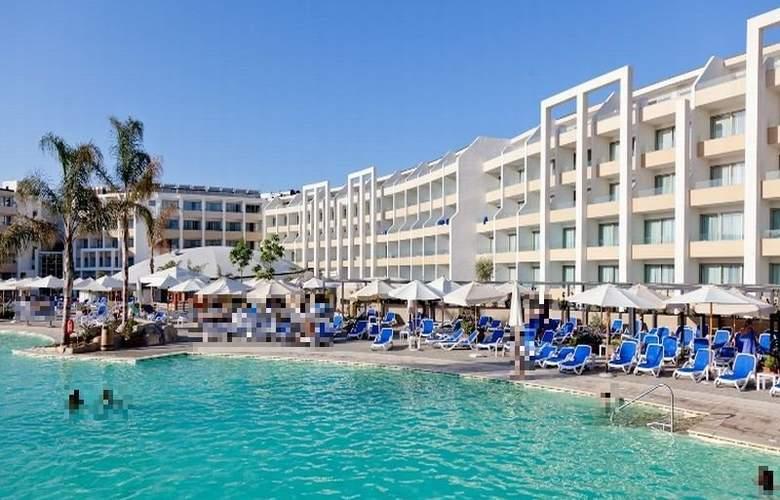 db Seabank Resort + Spa - Pool - 5