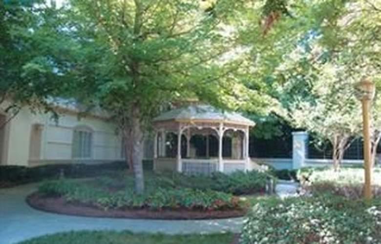 La Quinta Inn & Suites Durham / Chapel Hill - General - 3