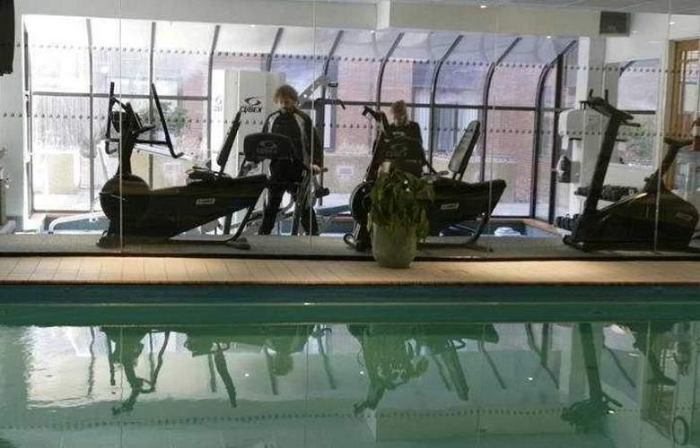 Delta Barrington - Pool - 6
