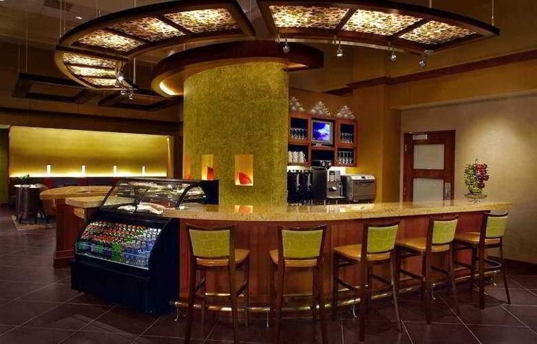 Hyatt Place Tampa/Busch Gardens - Bar - 4