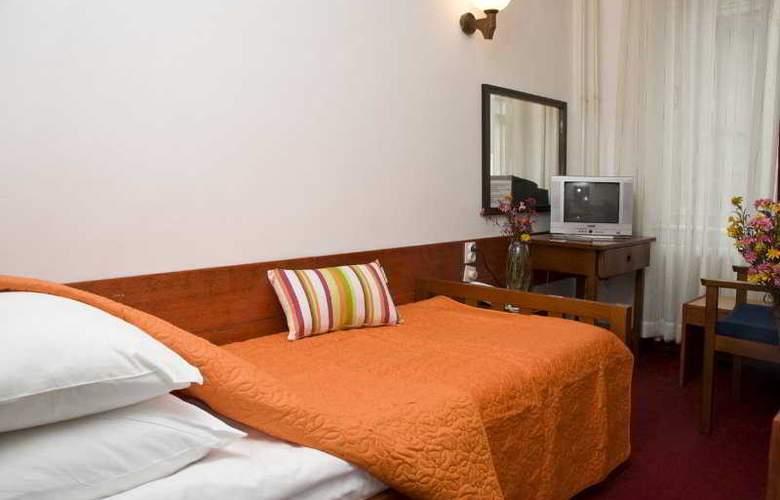 Hotel Royal - Room - 5