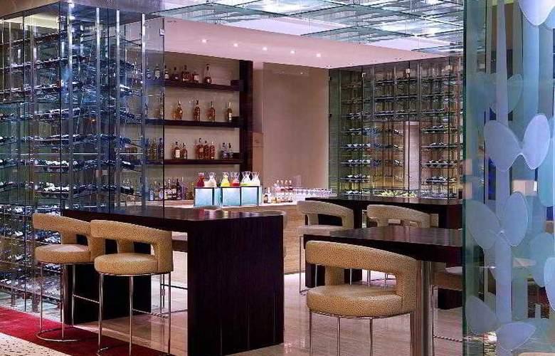 Sheraton Nha Trang Hotel and Spa - Bar - 7