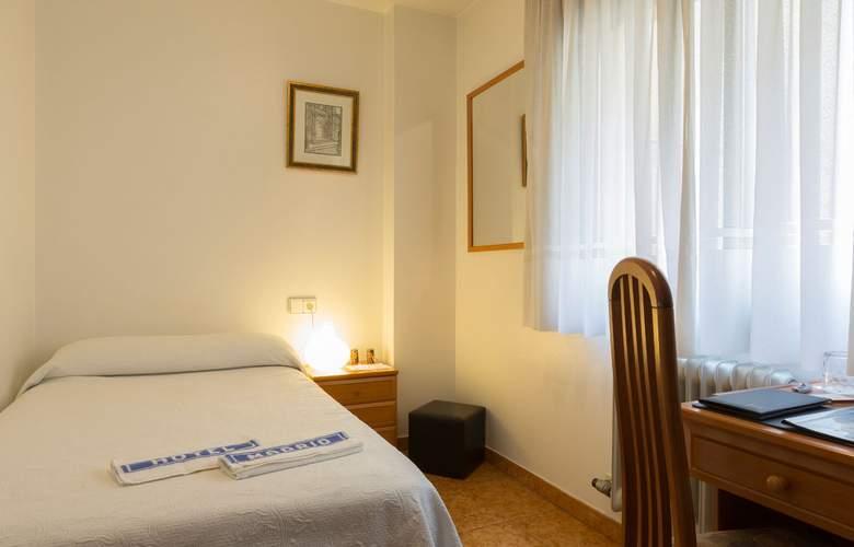 Madrid - Room - 2