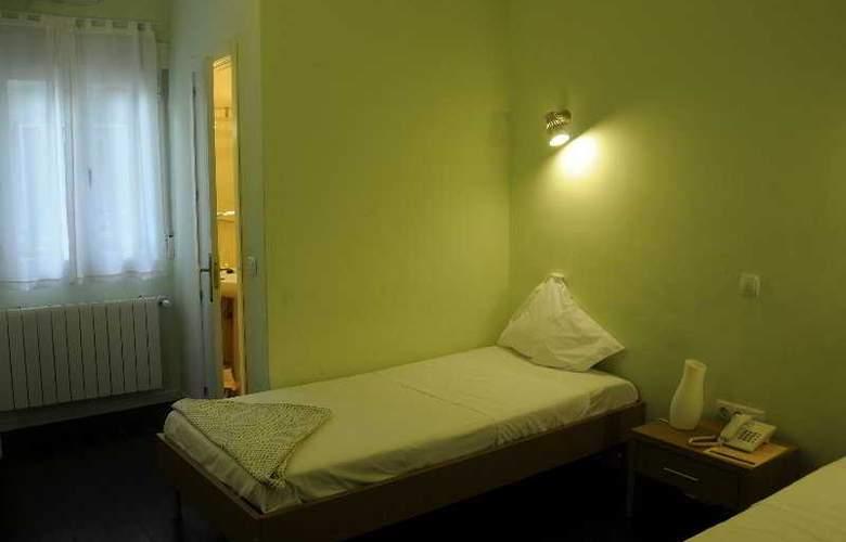 Pizarro - Room - 5
