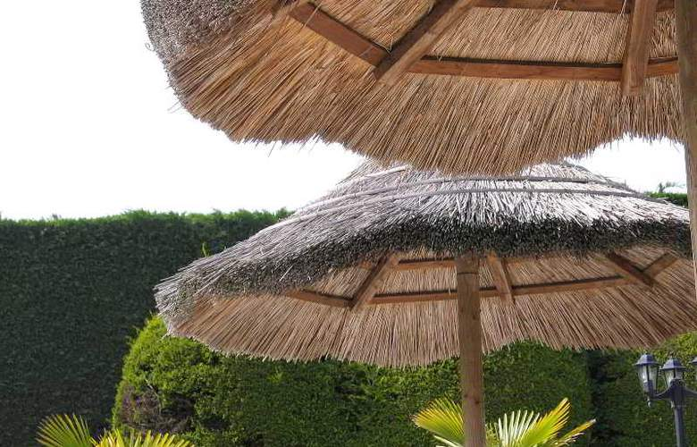 INTER-HOTEL Aquilon - Pool - 10