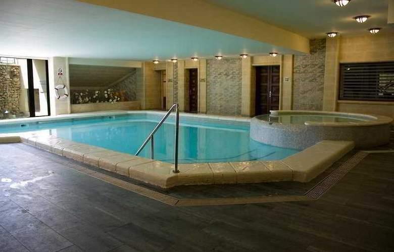 Santana - Pool - 3