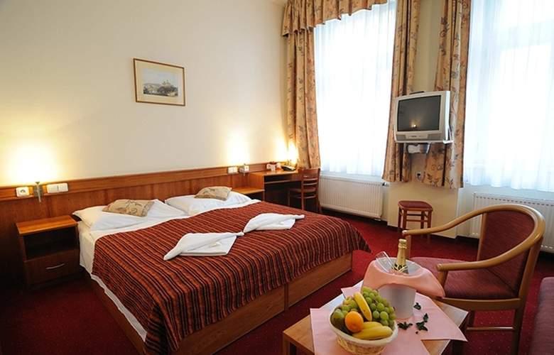 Alton Praga - Room - 5