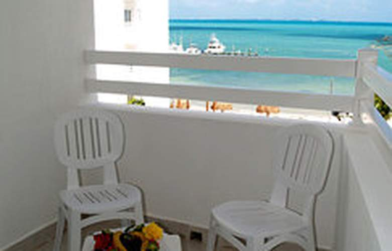 Holiday Inn Cancun Arenas - Terrace - 7
