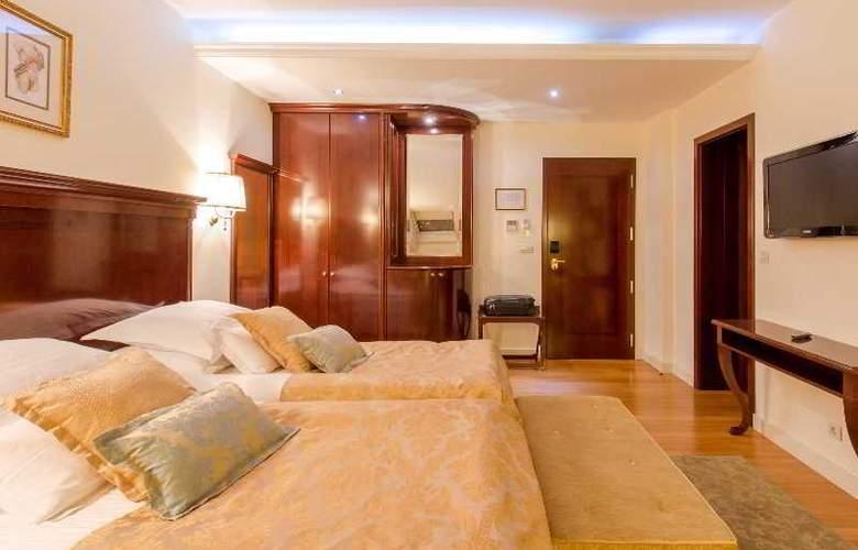 President Solin - Room - 3