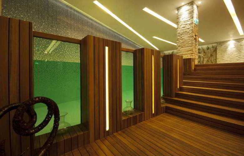Doubletree by Hilton Istanbul Moda - Pool - 8