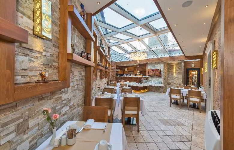 The Million Stone Hotel - Restaurant - 14