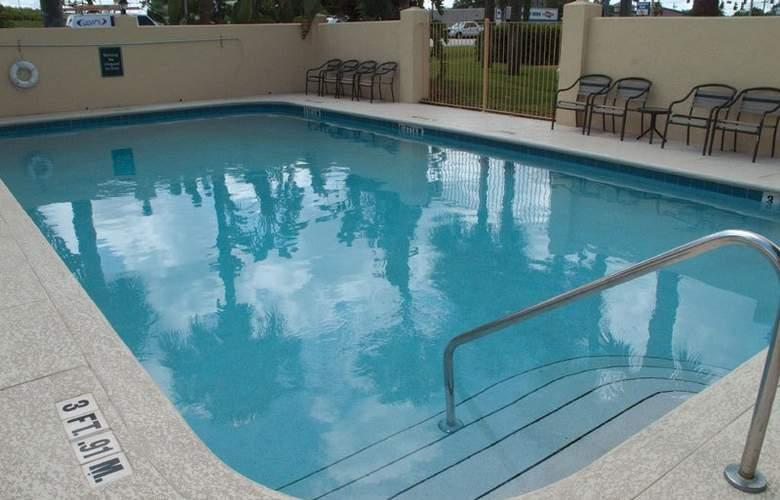 La Quinta Inn & Suites Orlando South - Pool - 3