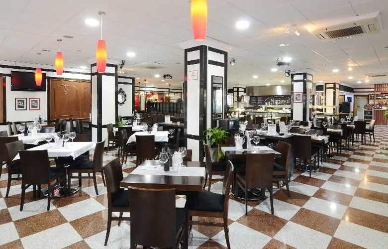 Apartamentos Nuria Sol - Restaurant - 18
