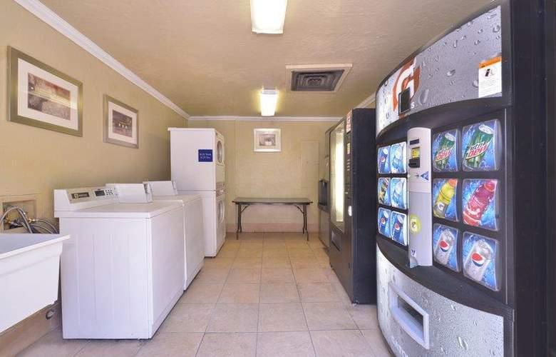 Best Western Plus Innsuites Phoenix Hotel & Suites - Hotel - 3